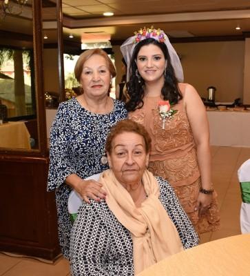 La novia junto a su madre, Ana Dina Varela y su futura suegra, Emilia Bardales Landa