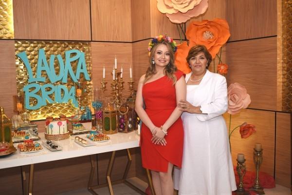 Laura María García Chávez junto a su madre, Vilma Chávez de García