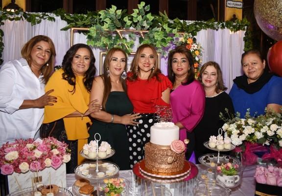 Lesly Bú, Melania de Palada, Dina Toditos de Morales, Marielos Gutiérrez, Rossy de Jeer, Claudia Cousin y Silvia Moreno