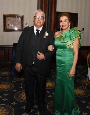 Los padres del novio, Camilo Rivera y Maiela Pineda