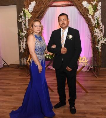 Los padres del novio, Maritza Guevara Manzanares y Alex Antúnez Flores