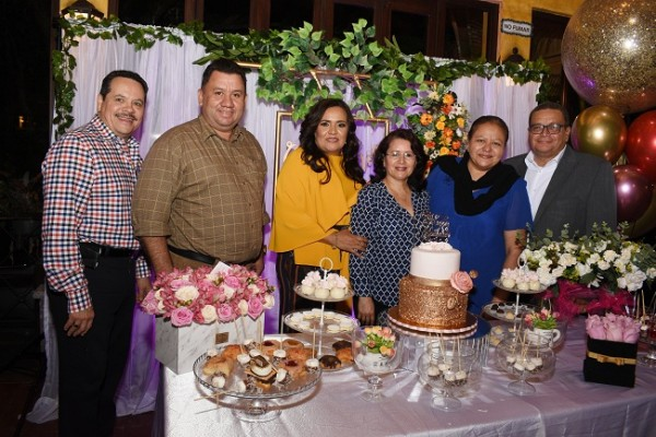 Luis Cousin, David Nolasco, Melania de Palada, Emelda Nolasco, Silvia y Pedro Moreno.