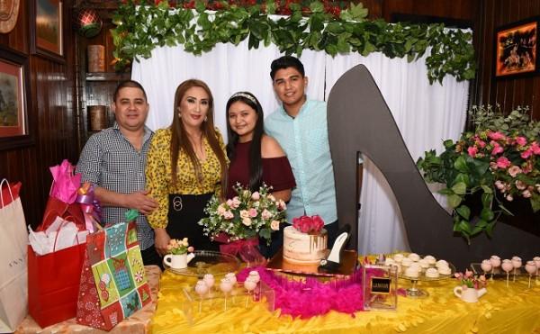 Luis Morales, Dina Toditos de Morales, Cesia Molina y Wilmer Molina