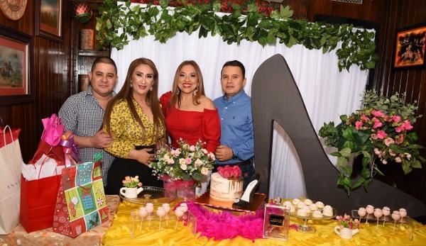 Luis Morales, Dina Toditos de Morales, Marielos Gutiérrez y Cristian Gutiérrez.