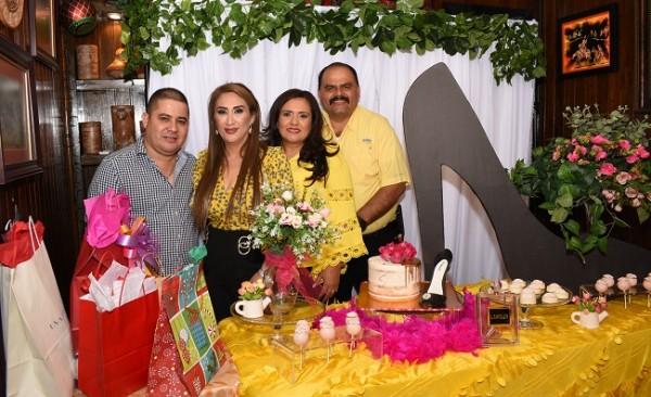 Luis Morales, Dina Toditos de Morales, Melania y Wilmer Palada