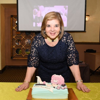 Hoy festeja su cumpleaños María Antonia de Suazo, quien es finamente agasajada por su familia y sus colaboradores de la Universidad UCENM