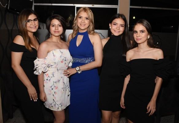 María José Ramos, Marcela López, Karen López, Delmy Ramos y Sofía Casaña