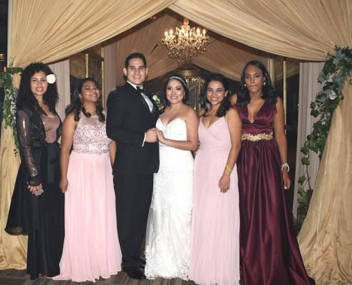 Mariela Aguilar y Bryan Ortega compartieron su noche de bodas entre familiares y amistades