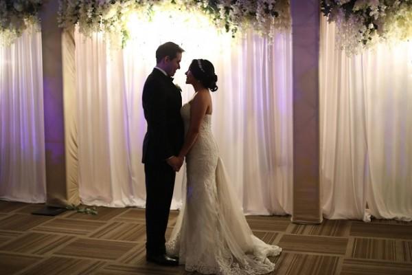 Mariela y Bryan en una imagen fabulosa que transmite el profundo mensaje de sus corazones.