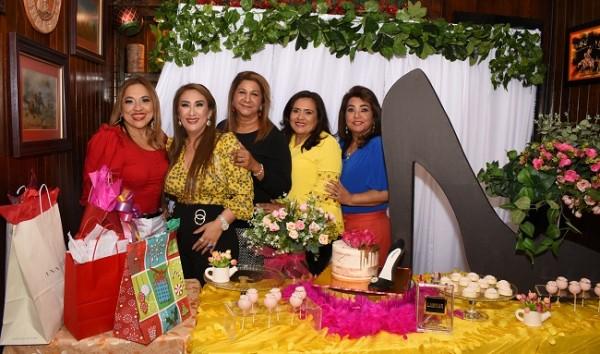 Marielos Gutiérrez, Dina Toditos de Morales, Lesly Bú, Melania Palada y Rossy Jeer