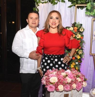 Marielos y su esposo, Christian Gutiérrez.