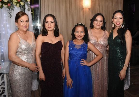 Mayra Andino, Alexa Romero, Victoria Hernández, Nathaly Pagoada y Carmen Rosales