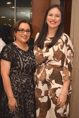 Mirna Coto y Kisia Rosales.