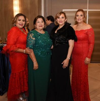Mirna, Francisca y Jenny Carrión, junto a Karla Avelar