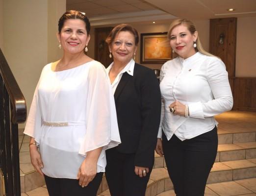 Noemí Cardona, Irma Chávez y Estela Cardona.