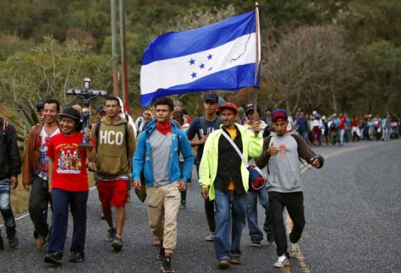 Nueva caravana de migrantes hondureños se acercan a la frontera sur de México