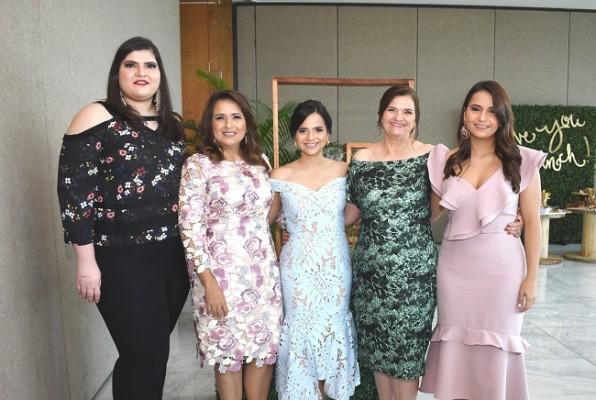 Regina Handal, Silvia Perelló, Caroll Perelló, Soad de Handal y Julie Perelló - copia