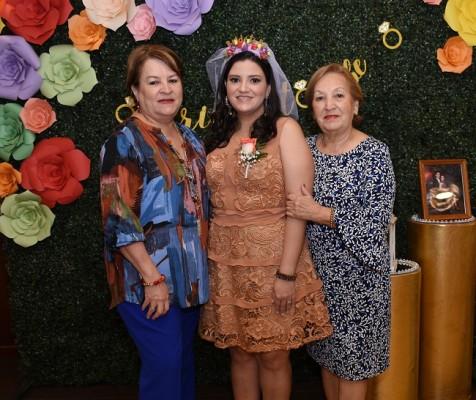 Rita Varela con su sobrina, Eva Priscila Camacho Varela y Ana Dina Varela