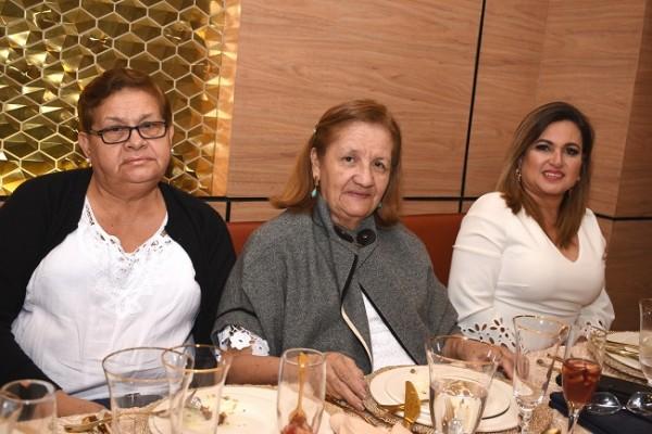 Rosa Chávez, Ondina Figueroa y Karen de Pedroza