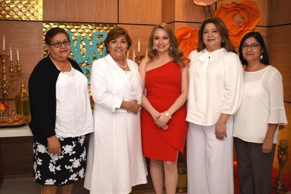 Rosa Chávez, Vilma Chávez de García, Laura María García Chávez, Delmy García y Ondina García.