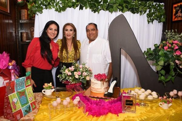 Ruth Salazar, Dina Toditos de Morales y Roberto Salazar
