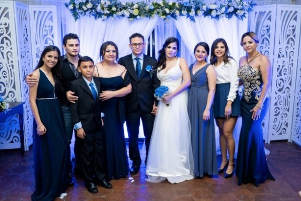 Sheyla y Hansel con su familia, hermanos y madre, Norma Gutiérrez