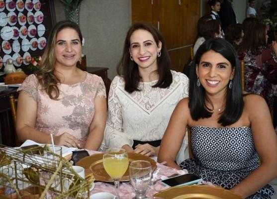 Stephanie Musleh, María Adel Fuschich y Melissa Handal