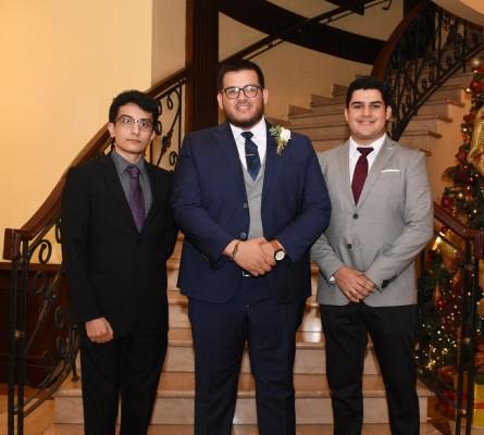 Una imagen irrepetible del novio con sus mejores amigos, Edwin Herrera, Miguel Rivera y Jorge Cortés