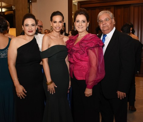 Vanessa Funes, Analina Montes, María Erlinda y Julio Alvarado