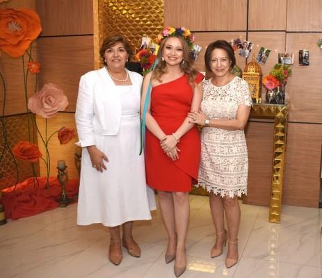 Vilma Chávez de García, Laura María García Chávez y Josselyn Gattás