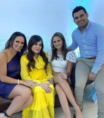 Wendy y Nadja Rajan con Mely y Natty Paz-Chicha y Limón