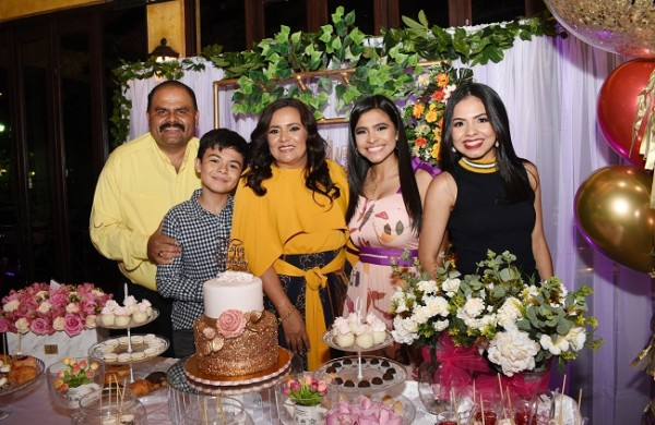 Wilmer Palada, Wilmer Jr., Melania de Palada, Brenda y Ana Paola Palada.