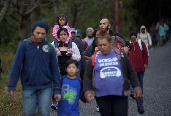 Otra caravana de migrantes salvadoreños parte rumbo a EEUU