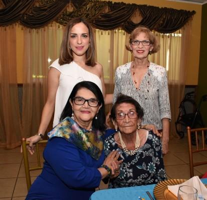 Alejandra Flores, Nelda Aguilar, Senovia Aguilar y Mirna Paz