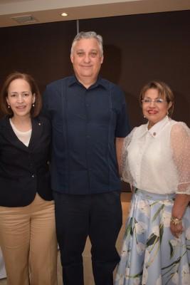 Alexa Foglia, David Lardizábal y Santa Euceda.