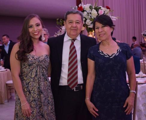 Andrea Sorto, Luis Sorto y Rosario de Sorto.