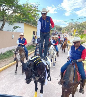 El pasado sábado, los miembros de la Asociación Club Hípico Valle de Sula se lucieron en el desfile hípico en San Nicolás Santa Bárbara