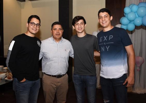 Carlos Gómez, Servando Figueroa, Edwin Gómez y Luis Gómez