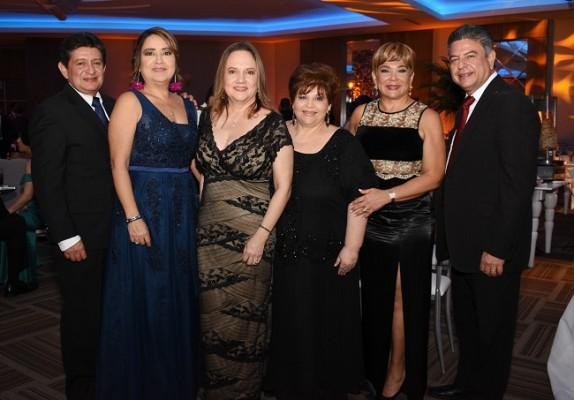 Carlos Orellana, Dinora de Orellana, Ana Rápalo, Jessica Reina, Pamela Vaquero y Tomás Vaquero