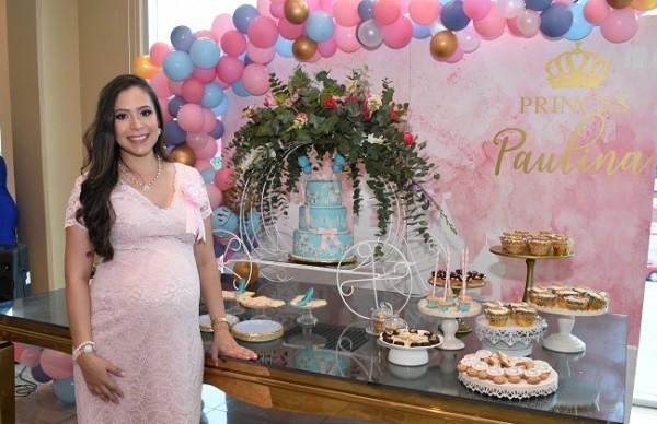Cindy Carolina García de Hernández en la dulce espera de su princesita Paulina...
