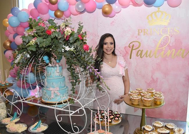 La celebración prenatal de Cindy ¡inspirada en La Cenicienta!