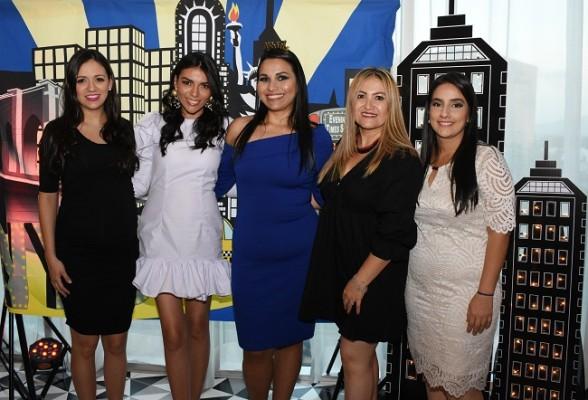 Con las oferentes de su despedida de soltera, Marcela Juárez, Elizabeth de Martínez, Martha Isabel Gutiérrez Chinchilla, Eduviges López y Andrea Alvarado