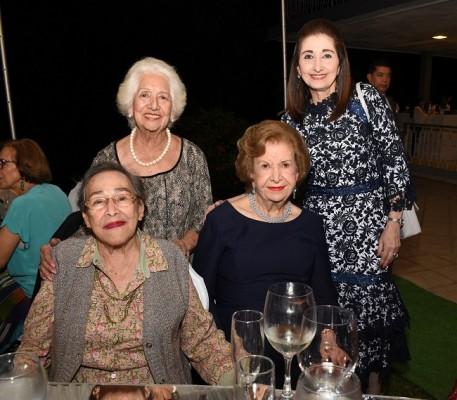 Consuelo Castellanos de Medina, Neda Canahuati, Vilma Corrales y Julieta Kattán