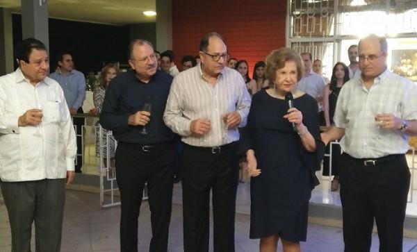 Doña Julieta brindó con sus hijos y demás familiares y amistades en su cumpleaños