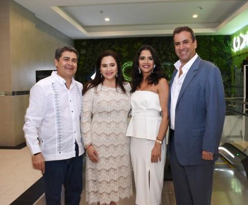 El Presidente Juan Orlando Hernández, Ana García de Hernández, Fairuz Khoury-Larach y Gabriel Larach