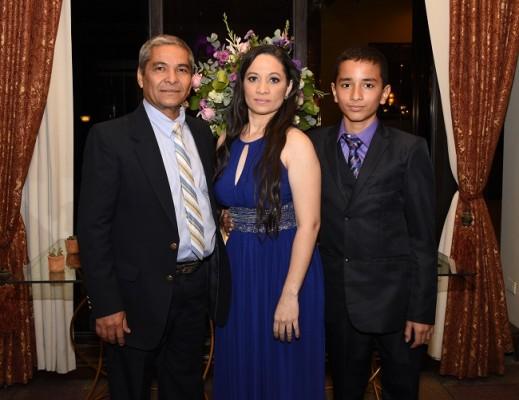 El padre de la novia, Elías de La Cruz, Claudia de La Cruz y Sahir de La Cruz