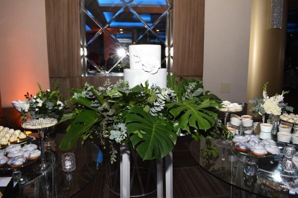El pastel de bodas fue creación de Signature Cakes; complementaron el candy bar con las delicias de Treats Boutique.