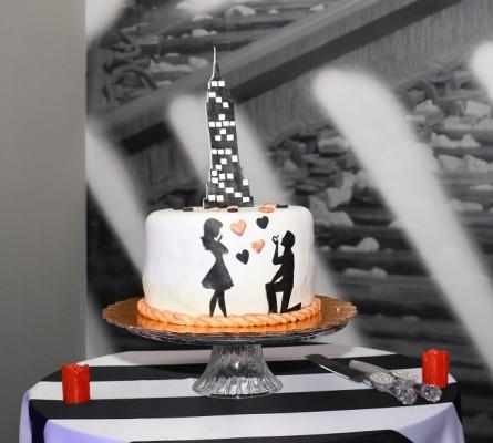 El pastel de celebración elaborado por Issa Alvarado, conjuntó la puesta en escena de acuerdo a la temática en honor a Martha Isabel.