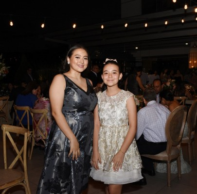 Fernanda y Rebecca Torres