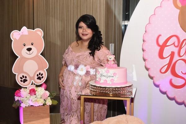 Un montaje fabuloso enmarcó el baby shower de Gloria Stefanny, quien se mostró radiante, dulce y muy feliz en sus últimos meses de gestación.